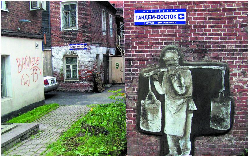 Старый Владивосток испытывал трудности с водоснабжением. Город спасали водоносы, они спускались за водой с сопок, а потом разносили по возвышенностям. Фото предоставлено сообществом 33+1