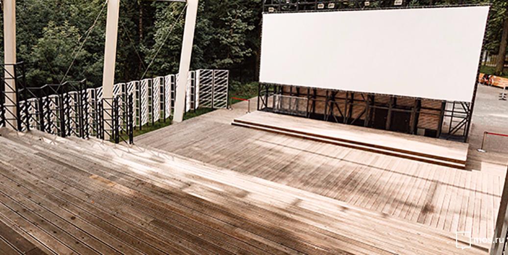 """В открытом кинотеатре парка """"Фили"""" всё лето будут бесплатно показывать фильмы. Фото mos.ru"""