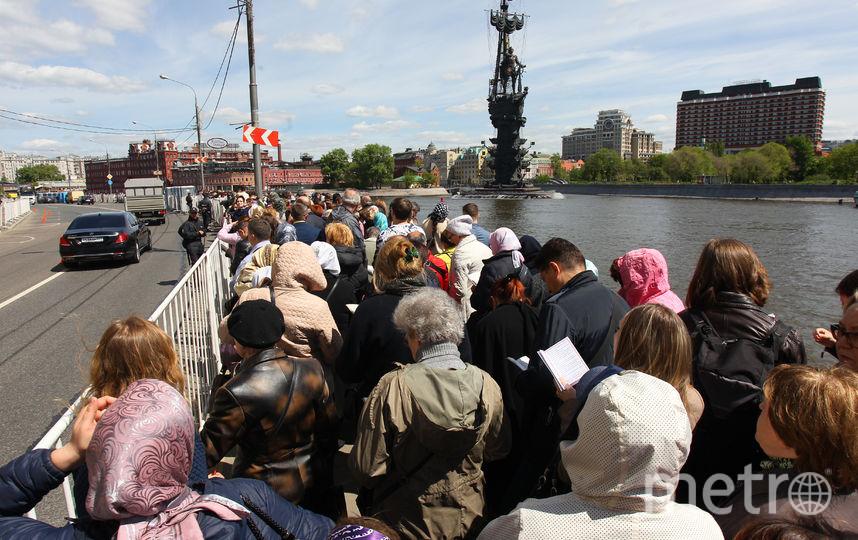 Очередь к мощам Николая Чудотворца в Москве. Фото Василий Кузьмичёнок