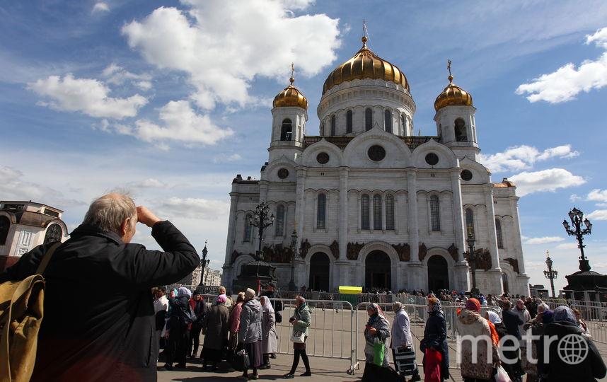 Очередь паломников кмощам Николая Чудотворца растянулась накилометры