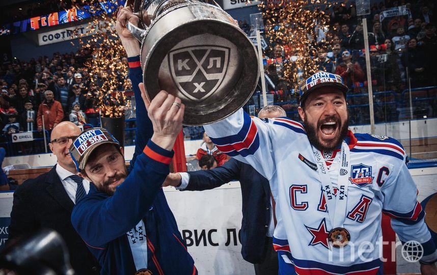 Павел Дацюк и Илья Ковальчук с чемпионским трофеем | предоставлено пресс-службой СКА.