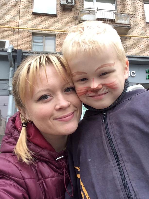 """Спрашиваю своего шестилетнего сына Никиту: """"Отгадай загадку: висит груша нельзя скушать?"""" Сын отвечает: """"Не созрела?"""" Фото Надежда Строкина."""