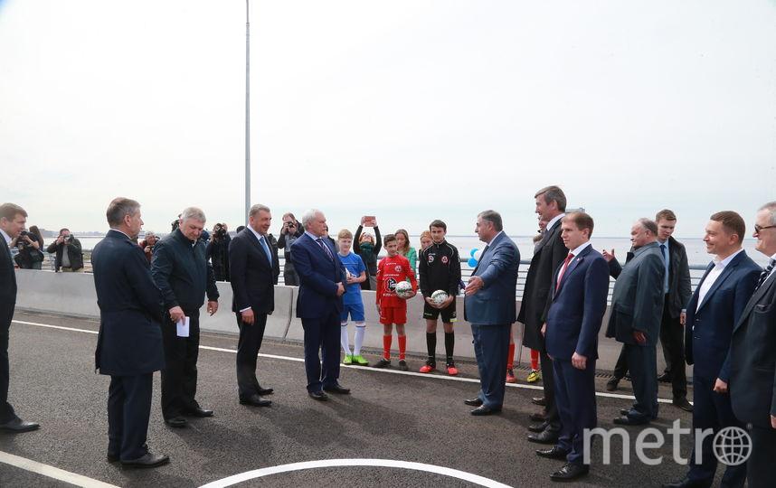 Яхтенный мост открыли для пешеходов в Петербурге в День города.