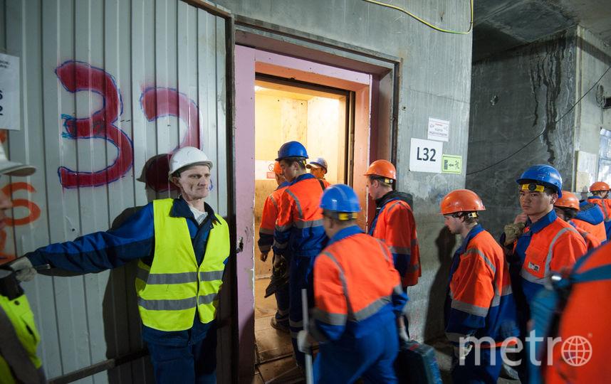 """На стройке трудятся рабочие из многих стран. Фото Святослав Акимов, """"Metro"""""""