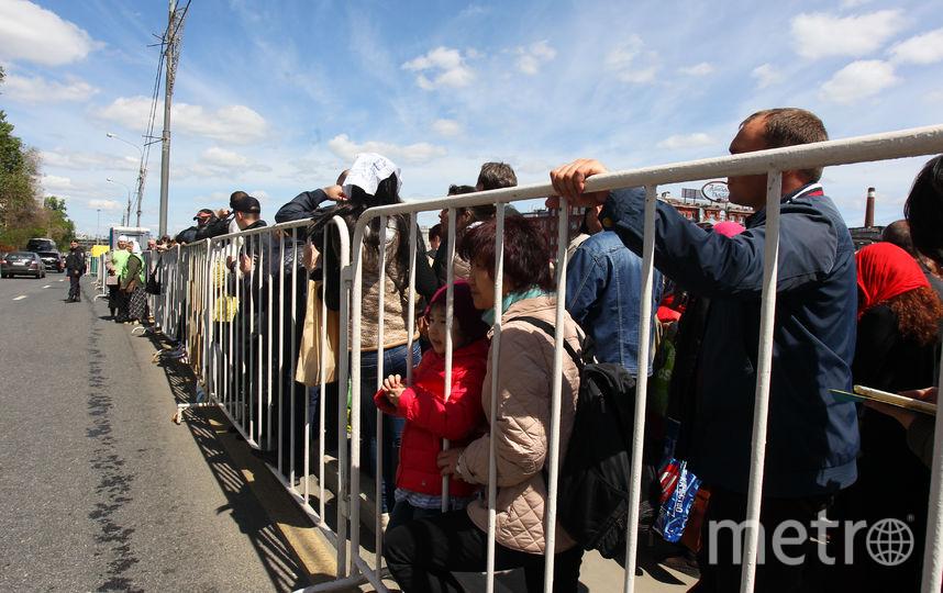 Вдень урагана мощи Николая Чудотворца посетили неменее 30 тыс. человек