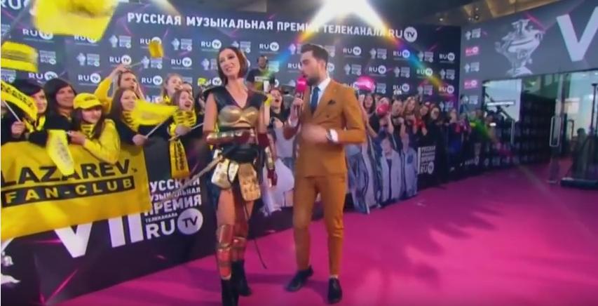 Премия RU.TV 2017: Голые и скандальные платья церемонии. Фото Скриншот Youtube