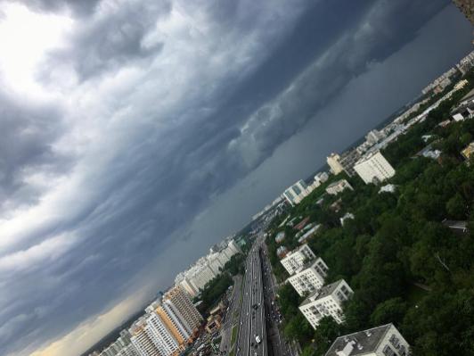 Ураган в Москве. Фото Instagram/iv.nica