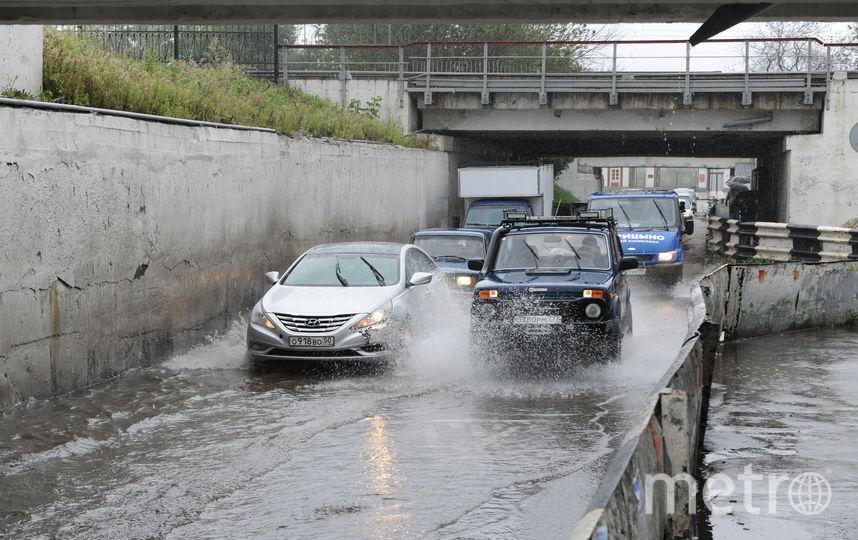 Вред владельцев автомобилей отурагана в столице России оценили в200 млн руб.