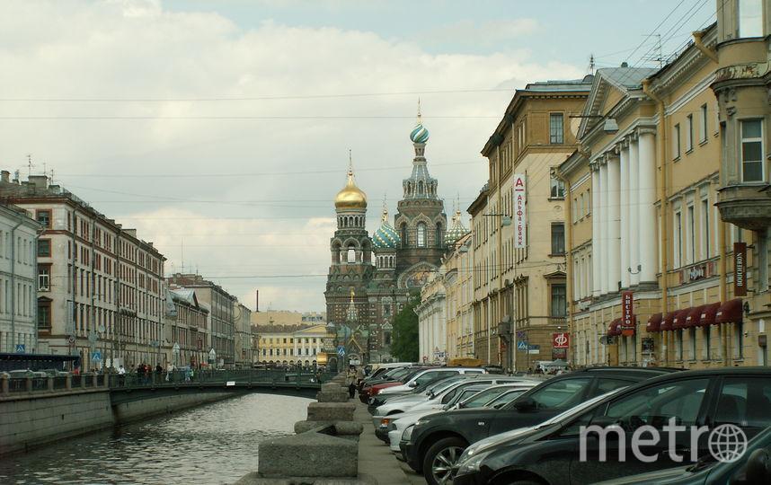 Водные прогулки - любимое развлечение туристов в Петербурге.