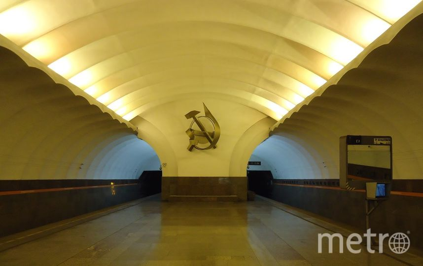 """На станции """"Проспект Большевиков"""" на рельсы упал мужчина. Фото Metro"""