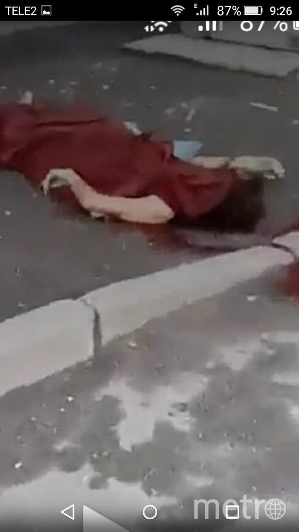 Очевидцы: Зверски изувеченная петербурженка выпала из окна многоэтажки. Фото «ДТП и ЧП | Санкт-Петербург», vk.com