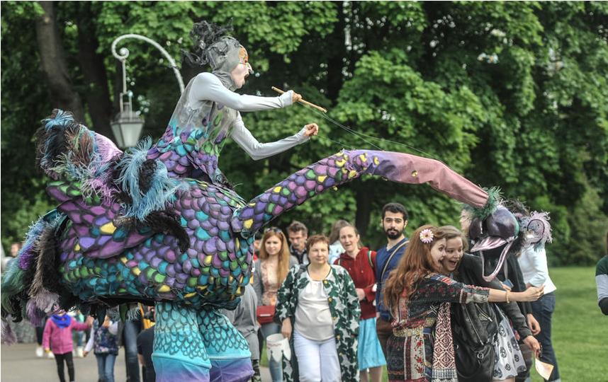 """Фестиваль уличных театров 2016. Фото Святослав Акимов, """"Metro"""""""