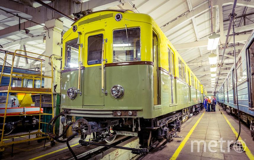 На ретросоставе будут проводить ночные экскурсии по метро. Фото пресс-служба московского метрополитена.