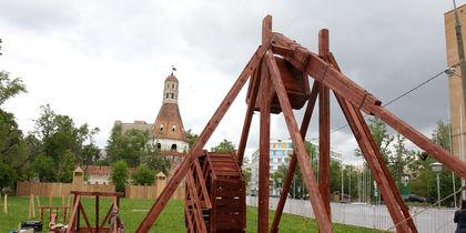 Реконструкторы со всего мира воспроизводят исторические события в Москве