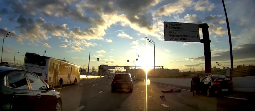На МКАД насмерть сбили ехавшего на велосипеде депутата. Фото Скриншот Youtube