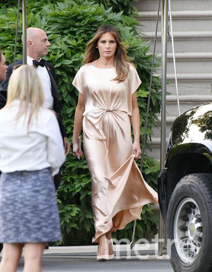 Мелания Трамп в образе древнегреческой богини покорила модных критиков. Фото Getty