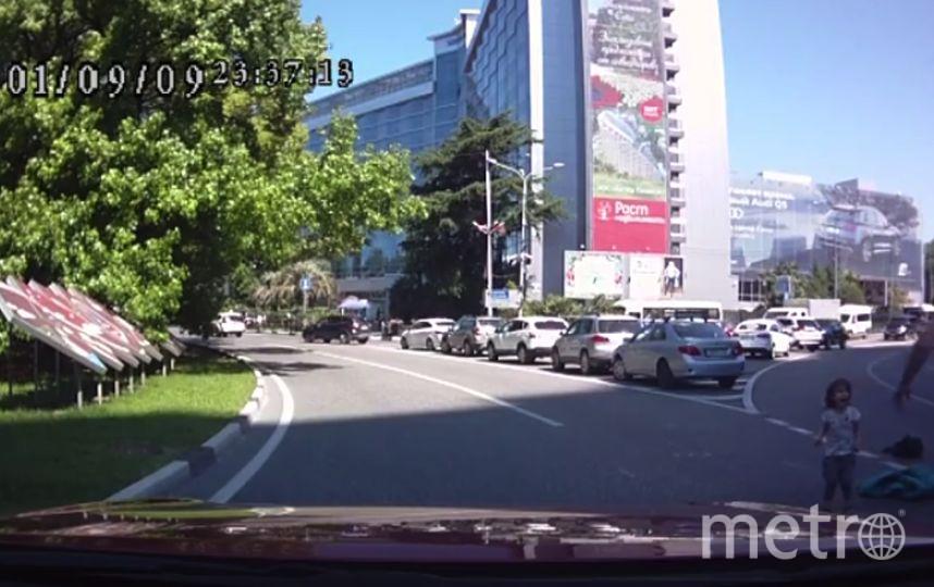 В Сочи из багажника авто на большой скорости выпали дети.