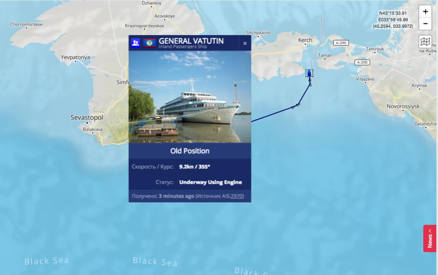 На этих снимках в режиме реального времени видно, что теплоход в данный момент проходит Керченский пролив. Фото скриншот с сайта MarineTraffic.com