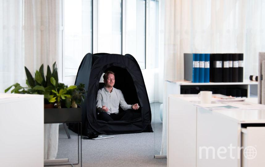 В офисе никого не удивит человек, развернувший палатку. Фото Pause pod