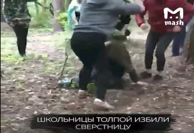 Видео жестокого избиения школьницы в Москве изучает СК. Фото Скриншот Youtube