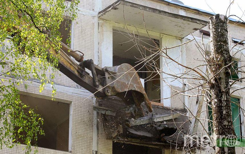 Работы по сносу пятиэтажки. Фото Василий Кузьмичёнок