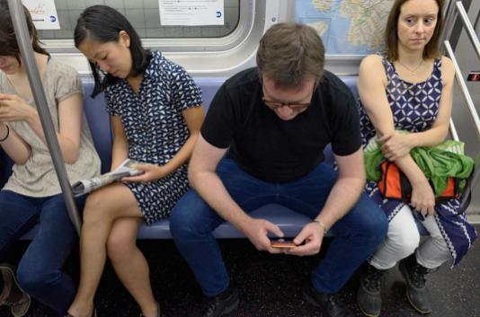 Мужчины в метро. Фото Instagram/elsollatinonewsmiami