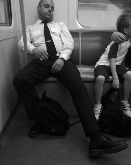 Мужчины в метро. Фото Instagram/collaborativeaccount