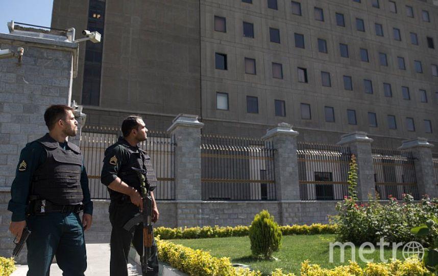 Иранские полицейские у здания парламента. Фото Getty