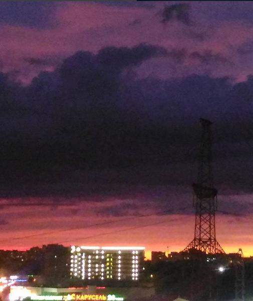 Фото заката невероятной красоты в Петербурге 8 июня. Фото vk.com