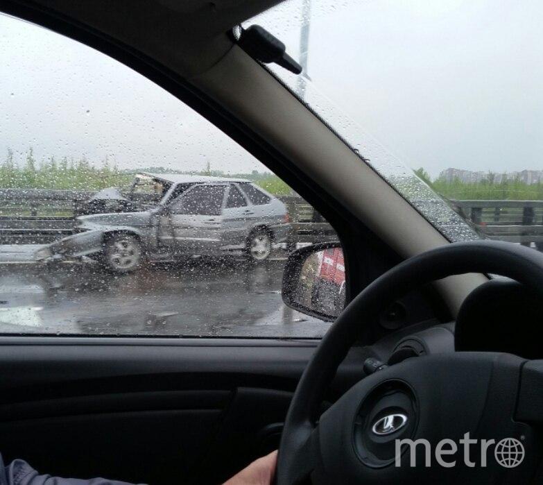 Надамбе КАД вПетербурге столкнулись две «легковушки»