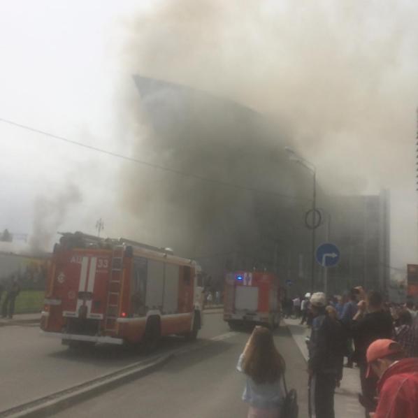 В Москве у Киевского вокзала горят склады. Фото скриншот Instagram.