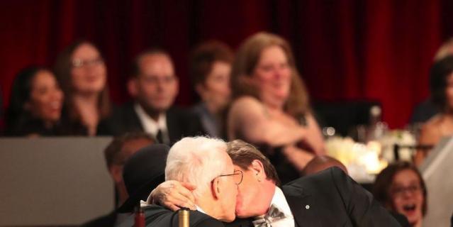 Поцелуй двух комиков - Стива Мартина и Мартина Шорта.