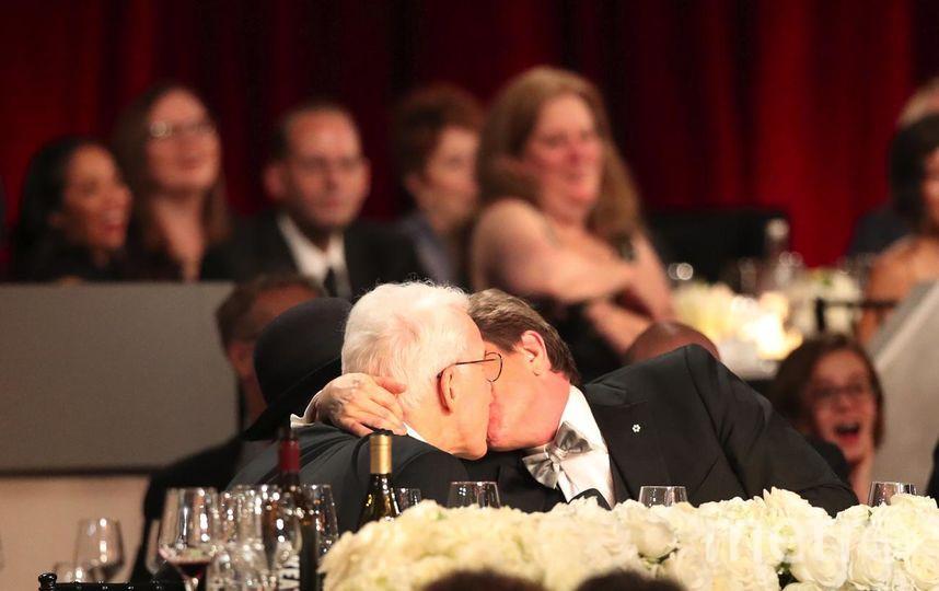 Поцелуй двух комиков - Стива Мартина и Мартина Шорта. Фото Getty