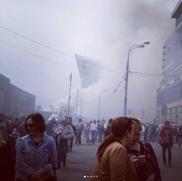 В Москве при пожаре у Киевского вокзала погибли два человека. Фото скриншот Instagram.