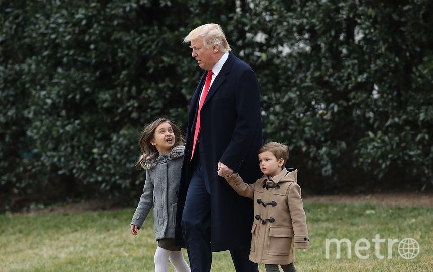 Дональд Трамп со своими внуками – Арабеллой и Джозефом. Фото Getty
