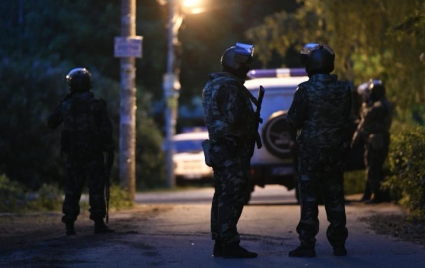 Сотрудники спецназа в Кратово. Фото РИА Новости