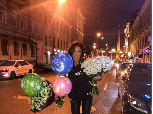 Ольга Бузова приехала в Петербург, чтобы исполнить свой хит на Дворцовой площади. Фото Все- скриншот Instagram