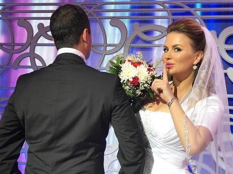 Анна Семенович удивила свадебным фото
