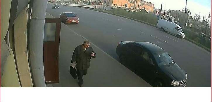 В Петербурге разыскивают мужчину, которого подозревают в жестоком убийстве. Фото скрин-шот с камер видеонаблюдения.