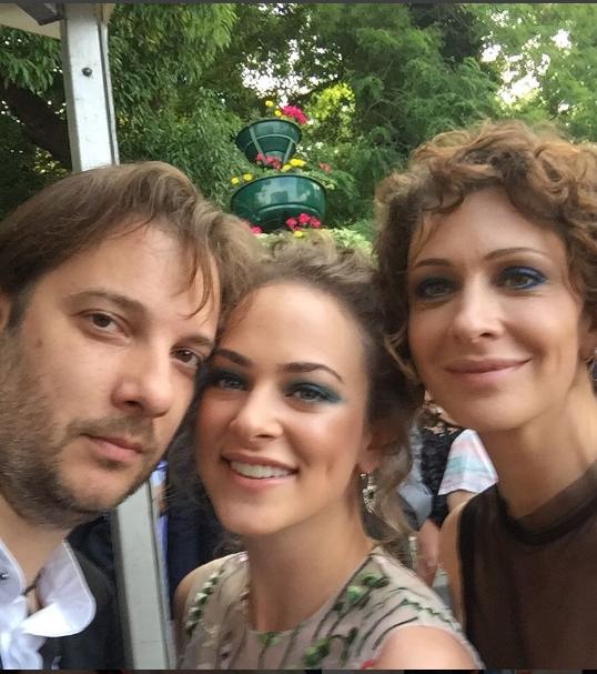 Александр Цыпкин сделал селфи с Ксенией Раппопорт и ее дочкой Аглаей. Фото instagram