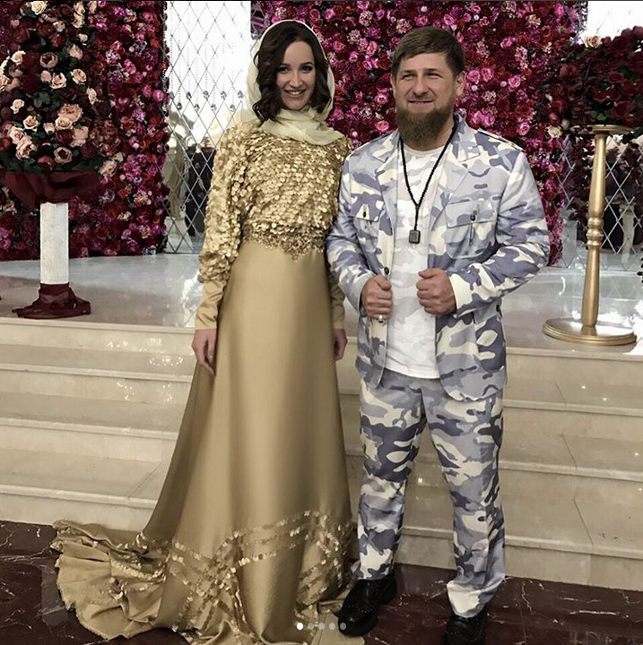 Скандальное видео: На сцену к Ольге Бузовой выбежал голый мужчина. Фото Скриншот/Instagram: buzova86