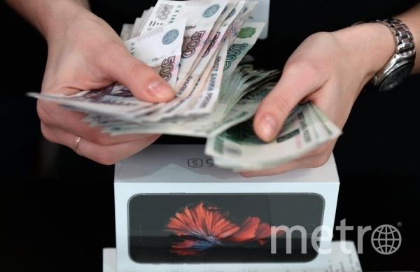 На первом месте низкие зарплаты. Фото РИА Новости
