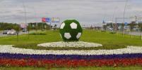 Почти 200 футбольных мячей украсили улицы Петербурга к Кубку конфедераций
