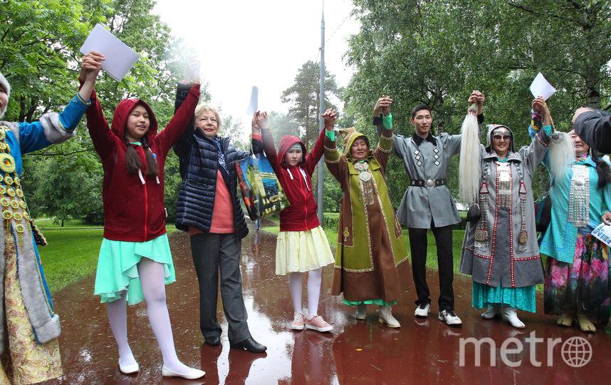 """Якуты прошлись по Верхоянской улице и спели для москвичей песню, в которой рассказали на родном языке о себе и пожелали жителям столицы хорошо и богато жить. Фото Василий Кузьмичёнок, """"Metro"""""""