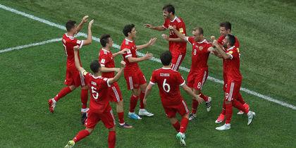 Россияне празднуют забитый гол. Фото Getty