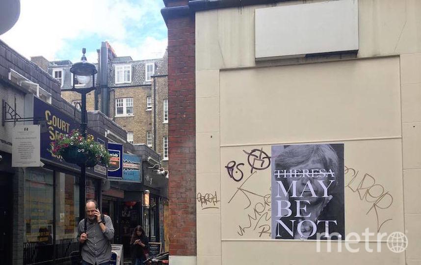 По Лондону развешаны листовки с требованиями об отставке Мэй. Фото Дарья Буянова.