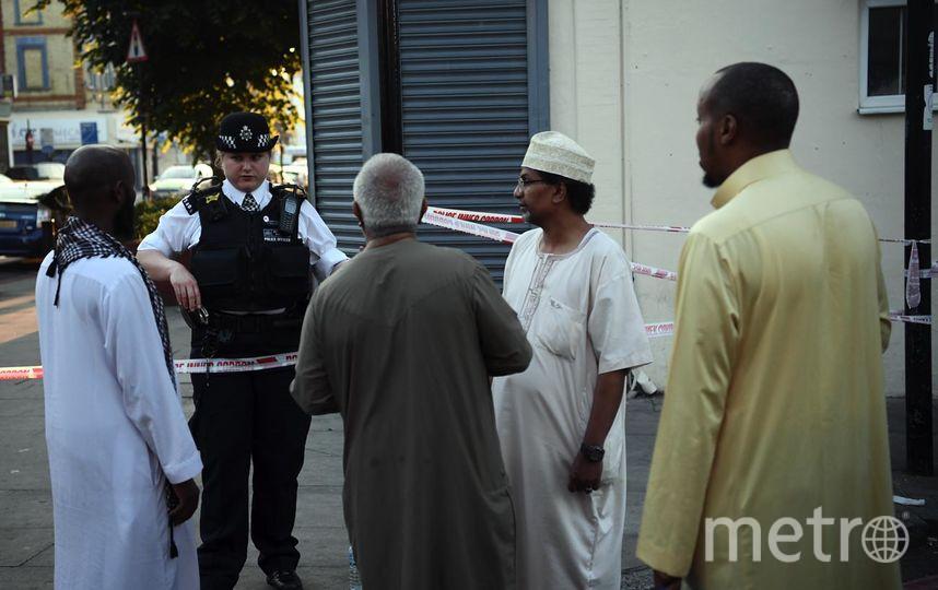 Автофургон в Лондоне врезался в людей, которые выходили из мечети после молитвы. Фото Getty
