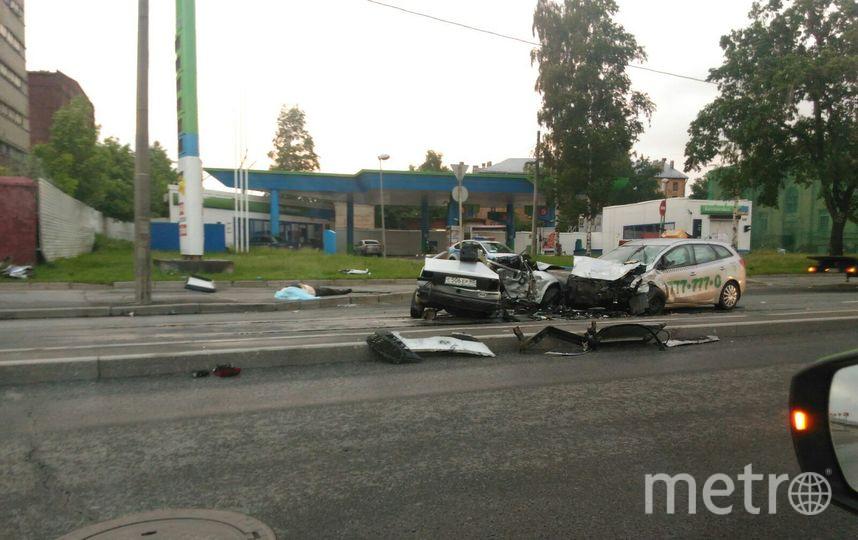Фото с места смертельной аварии на Октябрьской набережной. Фото vk.com