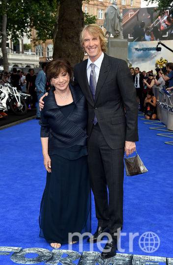Главный режиссер картины Майкл Бэй приехал на премьеру с мамой - Харриет Бэйл. Фото Getty