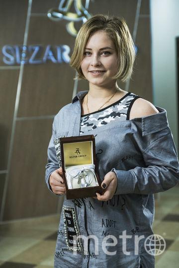 Юлия Липницкая с ключами от своей квартиры. Фото Предоставлено Sezar Group.
